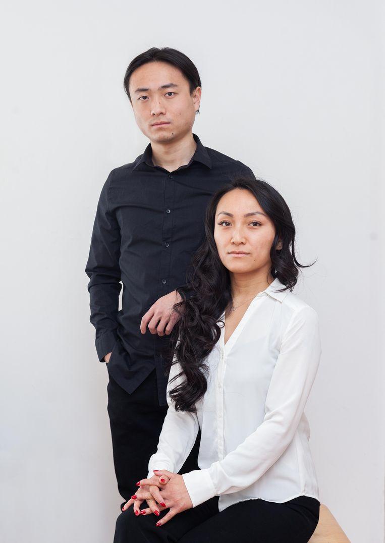 Broer en zus Yang en Dina Tang vluchtten in 1997 vanuit China naar Nederland. Beeld Nina Schollaardt