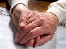 Twente is zicht op ouderenmishandeling kwijt: 'Afname in cijfers kan echt niet kloppen'