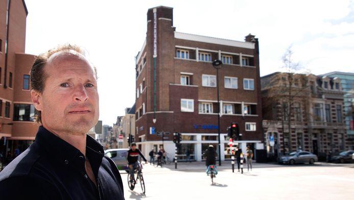 """Sven Arens voor Hotel Central. ,,De volgende prostituee is de doodsteek, dan zijn we failliet voor het hotel is verbouwd."""""""