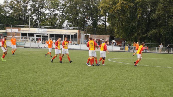Voetbalt talentvolle Twentse jeugd volgend seizoen in het rood-geel van Achilles Enschede?