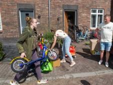 Harskamp zamelt dozen vol knuffels, boeken en kleren in voor Afghaanse evacués: 'Niet iedereen is zoals relschoppers'