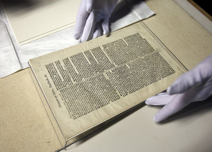 De oudste bewaard gebleven krant van Nederland is de 'Courante uyt Italien, Duytslandt, etc.' van (circa) 14 juni 1618.