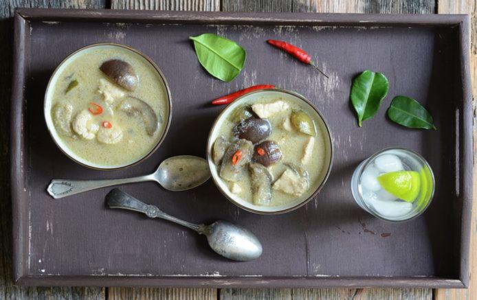 Keang Kiaw Waan Kai, een authentieke Thaise groene curry afgewerkt met Thaise groentjes en heerlijke malse kippenhaasjes.