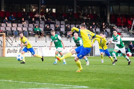 Robert Mühren benut een penalty.