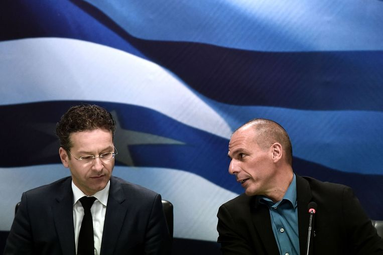 Eurogroup chairman Jeroen Dijsselbloem (L) and Greek Finance Minister Yanis Varoufakis (R) give a press conference after their meeting in Athens on January 30, 2015. Beeld anp
