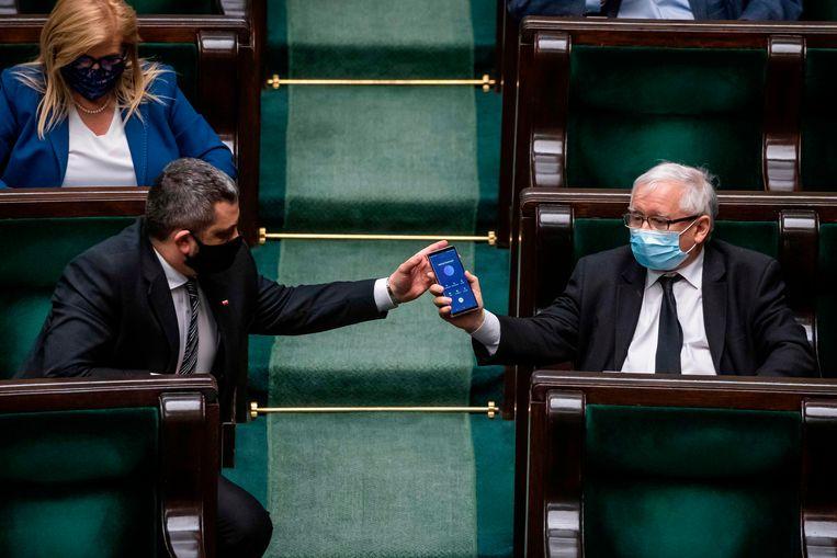 Jaroslaw Kaczynski bereikte woensdagavond laat een akkoord met een dwarsliggende partij, waardoor de verkiezingen kunnen worden uitgesteld. Beeld AFP