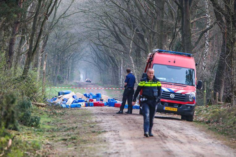 Dit soort dumpingen met vaten in de natuur komt minder vaak voor. Toch stijgt het aantal drugslabs.  Beeld ANP