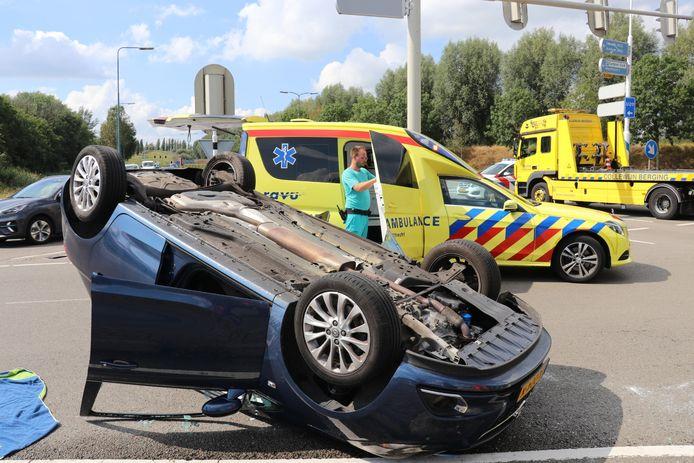 De Opel vloog over de kop.