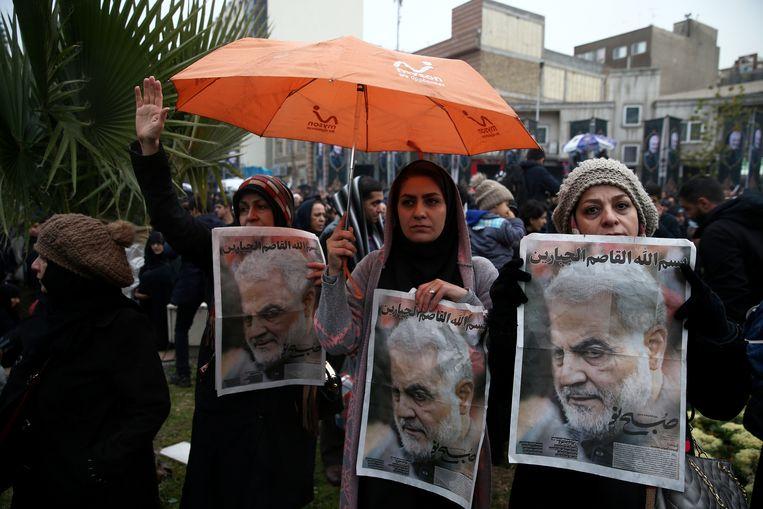 Iraniërs rouwen om de dood van generaal Qassem Soleimani. Beeld VIA REUTERS