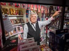 Frenky (79) bestiert al een halve eeuw een seksshop in Deventer: 'Vooral de dames willen even voelen'