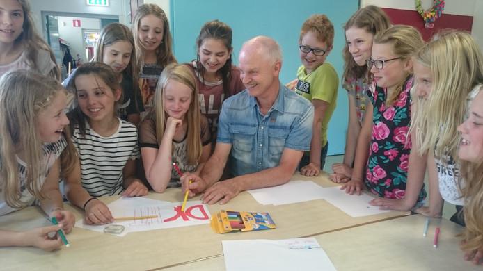 Meester Ad Pennings neemt na 40 jaar afscheid van de basisschool in Boerdonk.