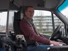 Hans Reijnen bestuurt al 25 jaar de buurtbus en krijgt daarvoor een lintje