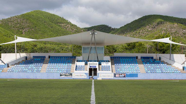 Hoofdtribune stadion Can Misses in Ibiza.