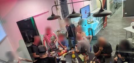 Radiopresentator 1Twente neemt tijdens uitzending woedend ontslag om coronafeestje bij studio