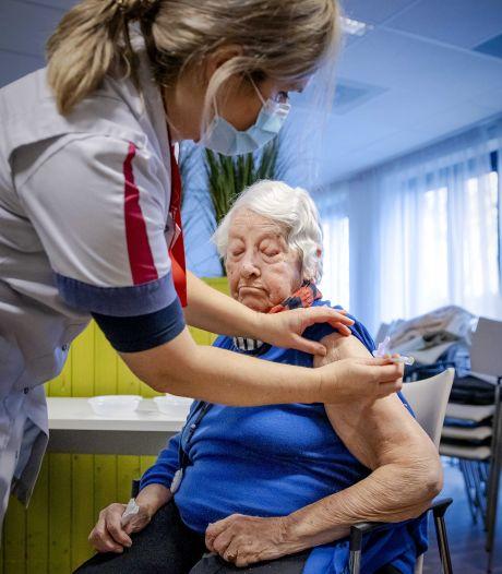 LIVE | Kabinet plant ingang avondklok aanstaande zaterdag, GGD start met vaccinaties ouderen