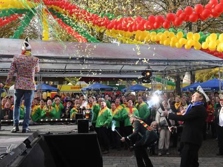 Honderden kleurrijke feestvierders trappen in kou carnavalsseizoen af in Overloon
