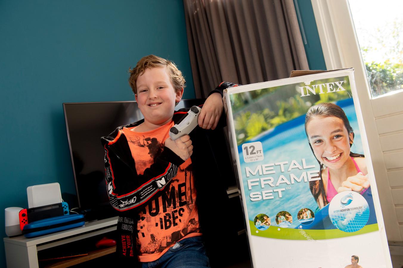 De 10-jarige Luca wil graag een Playstation 5 en heeft een ludieke manier bedacht om daaraan te komen: door middel van een ruilactie.