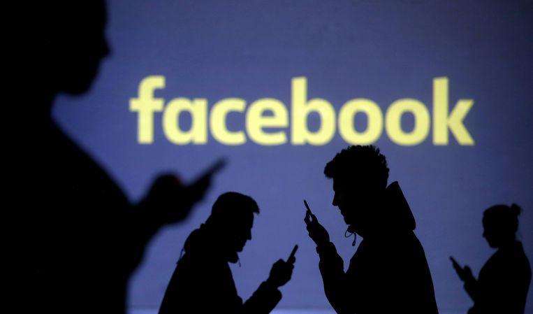 Als een jonge vrouw van 14 à 15 jaar gaf een 33-jarige Hasselaar zich jarenlang uit op Facebook.