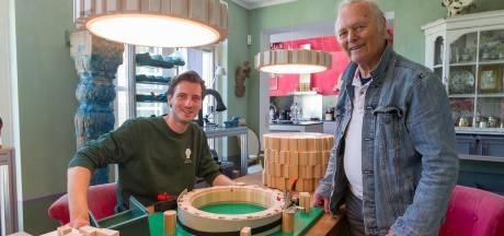 Meubelontwerper Gijs Ringeling (27) leerde het vak mede dankzij 'knutselaar' Daan Verbaan (90)