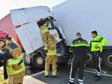 Ongeluk met meerdere vrachtwagens en auto op A16 bij Breda, twee rijstroken dicht