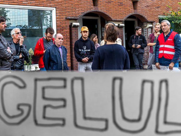 De voorgenomen sloop van de sociale huurwoningen aan de Croeselaan vormde voor de PvdA meerdere keren reden om samen met de bewoners actie te voeren. Hier met landelijk partijleider Lilianne Ploumen.