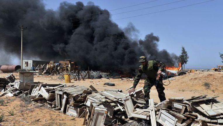 Libische opstandelingen bij het dorp Harawa nabij Kadhafi's geboortestad Sirte. Beeld AFP