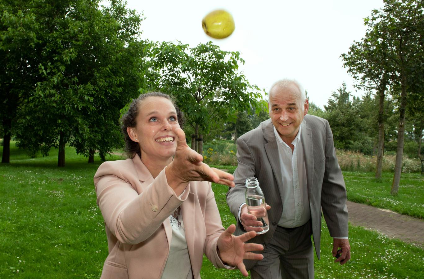 Jolijn Hoek en Niko Wiendels: gezond bewegen, een appel en water moeten centraler gaan staan in het leven van de Burenaren