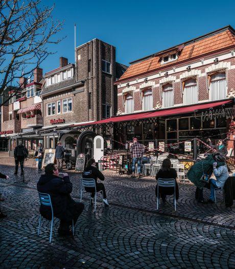 Stoel-to-go actie in Winterswijk heeft succes: 'Wat ons betreft kunnen de terrassen weer open'