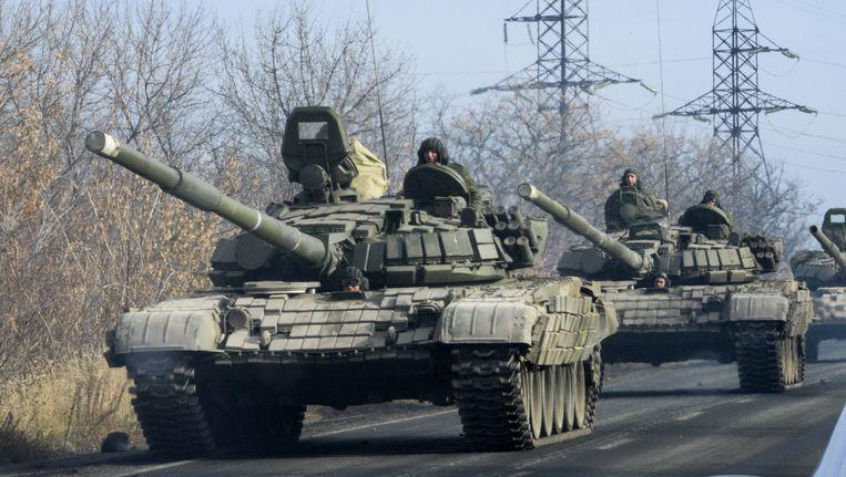Tanks van pro-Russische rebellen rukken op naar Donetsk.