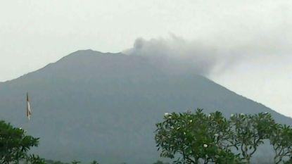 Vulkaan spuwt weer asse op vakantie-eiland Bali