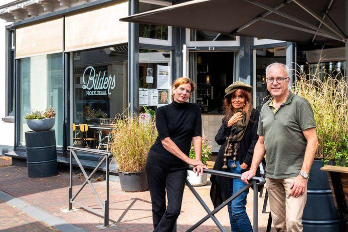 Drie van de vijf initiatiefnemers van Collectief Cultuur bij Bilders. Van links naar rechts: Margreet Hondebrink, Miriam Guensberg en Wim Kersten.