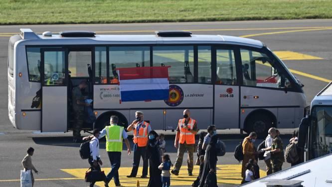 Hoe konden er zó veel Nederlanders in Afghanistan zijn? En vier andere vragen over de evacuatie