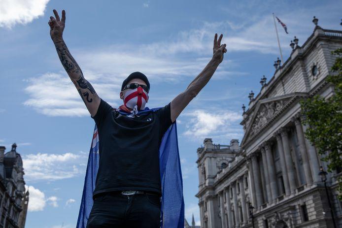 Demonstranten verzamelden zich vorig jaar bij beelden van Britse helden in Londen.