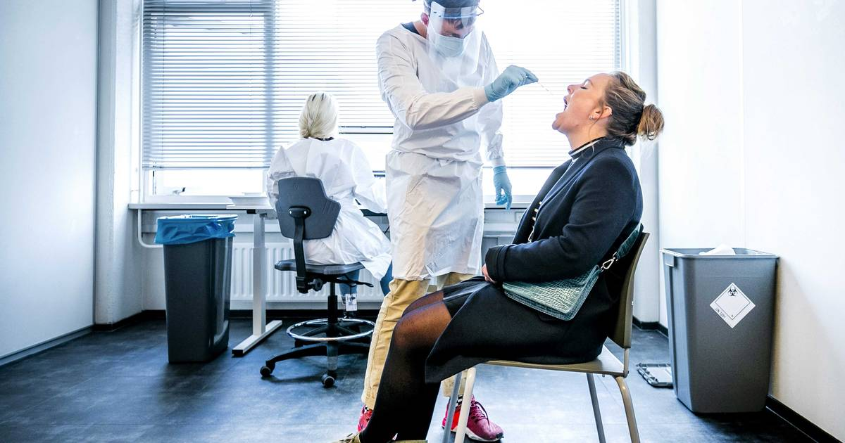 OVERZICHT. Coronacijfers blijven stagneren, reproductiegetal en aantal positieve testen stijgen licht - Het Laatste Nieuws