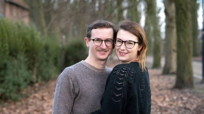 """Jonah en Winnie uit 'Blind Getrouwd' maken na een jaar de balans op: """"Door het verbouwen was mijn eerste verliefdheid snel over"""""""