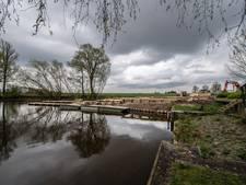 Kanosteiger, visstek en picknicktafel in één: picknicksteiger Steenbergen in aanbouw
