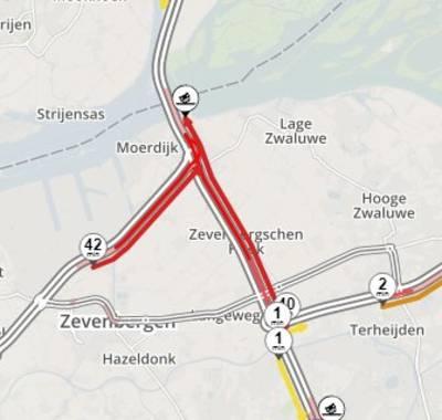 Files op A16 en A17 bij Moerdijk door ongeluk met vrachtwagen