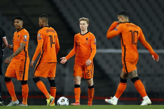 De Boer Is Een Soort Nationale Pispaal En Oranje Is De Knuffelfactor Kwijt Nederlands Voetbal Ad Nl