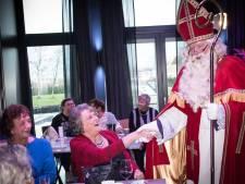 Sint bezoekt alleengaande ouderen uit De Ronde Venen