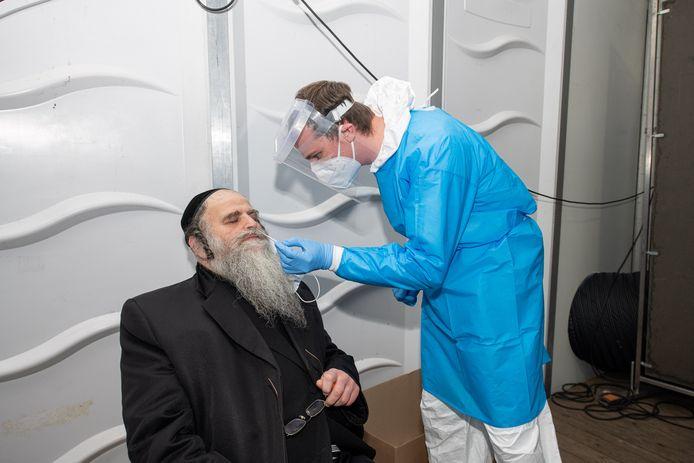 Opperrabbijn Aron Schiff van Machsike Hadass, het overkoepelend orgaan van de Antwerpse joods-orthodoxe synagogen.