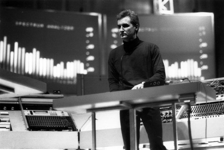 Kraftwerk-oprichter Florian Schneider-Esleben achter de synthesizer in 1998. Beeld ullstein bild via Getty Images