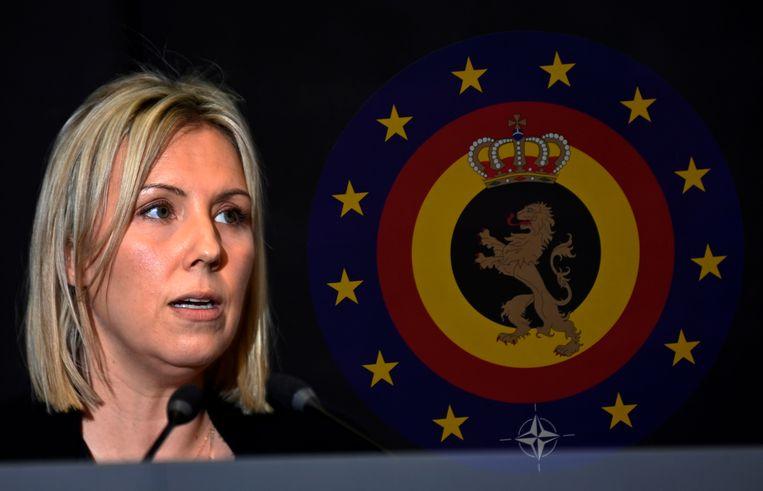 De Belgische minister van Defensie op een persconferentie in Brussel over de voortvluchtige militair Jurgen Conings. Beeld Eric Lalmand / Belga