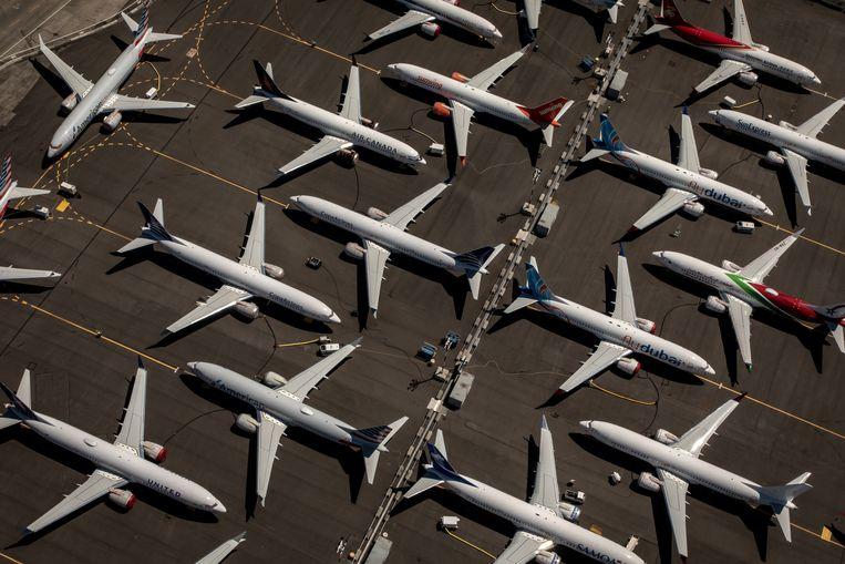 Een vloot Boeing 737 Max-toestellen die noodgedwongen aan de grond staan.  Beeld EPA