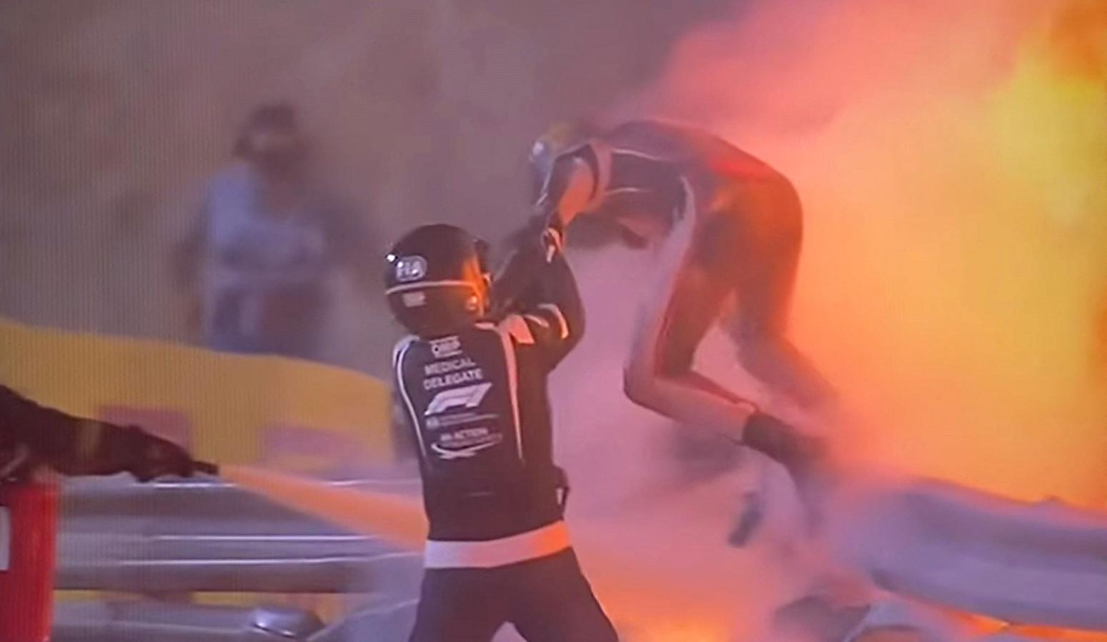 Romain Grosjean est sorti avec juste des brûlures aux mains de son effroyable accident au Grand Prix de Bahreïn.