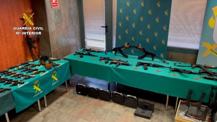 Een deel van het in Zuid-Spanje aangetroffen wapenarsenaal.