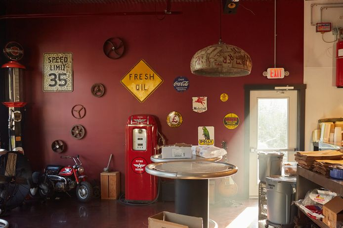 Het restaurant van Andrew Bridge is gevestigd in een oud benzinestation.