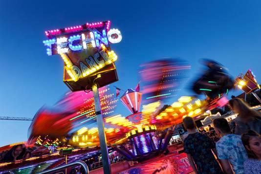 De 'Techno Dance' is één van de snellere attracties op de kermis in Sint-Michielsgestel.