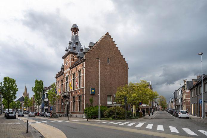Het oud gemeentehuis werd gebouwd in 1883, maar leek de voorbije vijftig jaar in winterslaap.