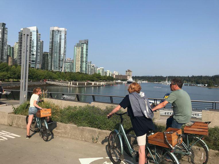 Onderweg naar een ontbijt in de haven: Vancouver verkennen met de fiets.  Beeld Mark Coenen