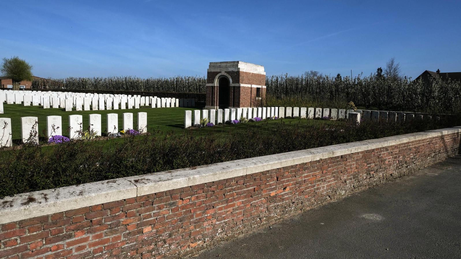 De CWGC krijgt subsidies om drie begraafplaatsen te restaureren.